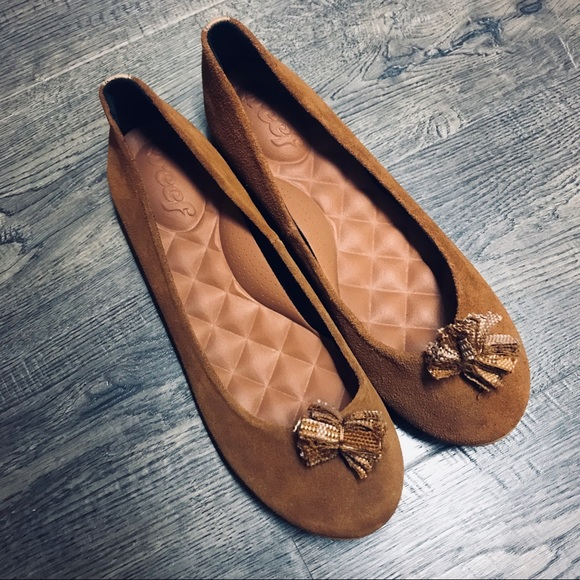 b4287755bc20 Reef 🍂 suede flats in camel cognac color 🍂